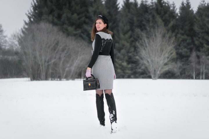 Retromäßig modern: Overknee-Stiefel von Beyond Skin und ein klassisches Etuikleid