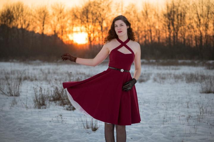 """Für einen romantischen Look: Das Retro-Kleid """"Sophie"""" von BlackButterfly in der Farbe der Liebe"""