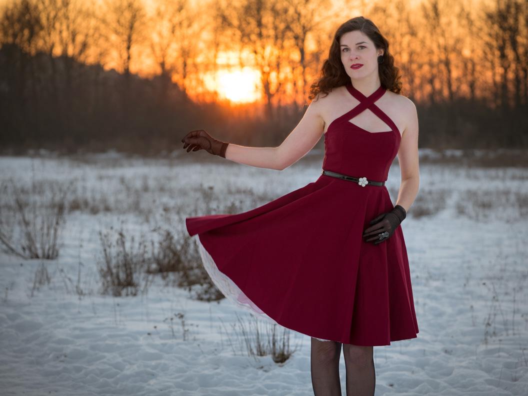 RetroCat in einem roten Kleid mit Tellerrock von BlackButterfly