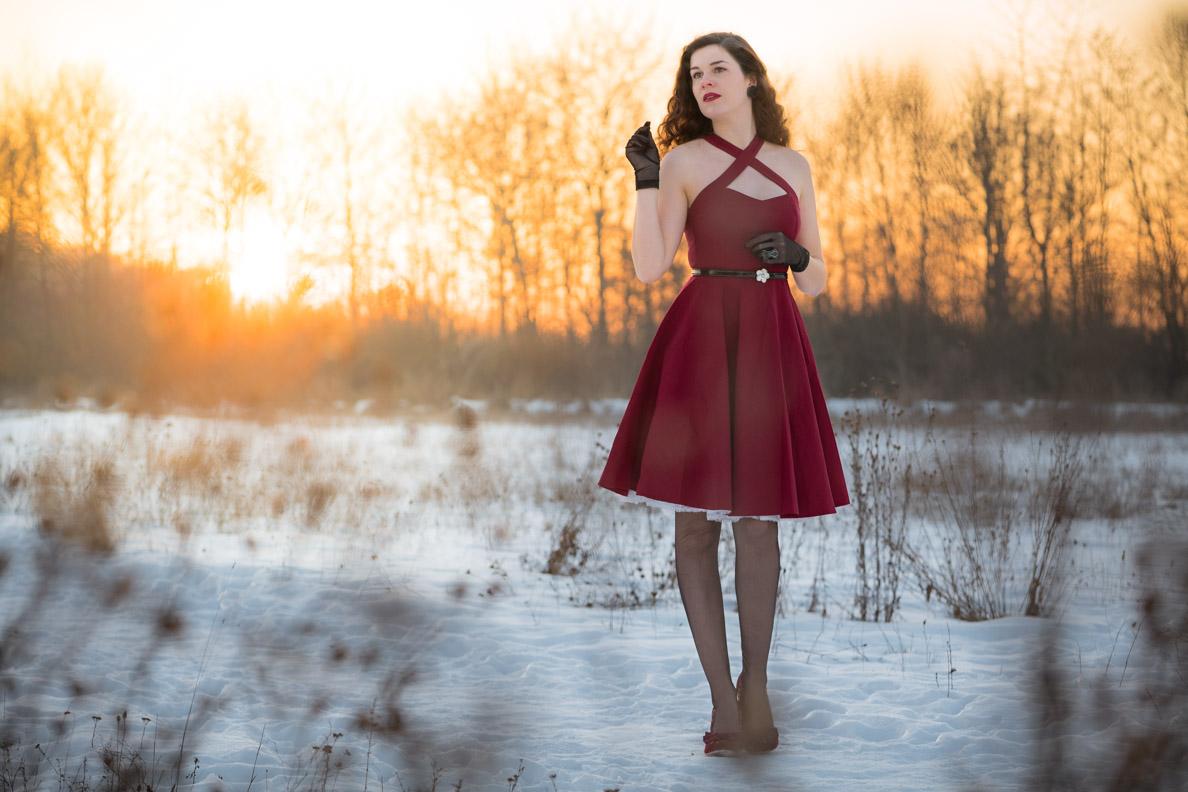 """Vintage-Bloggerin RetroCat im roten Kleid """"Sophie"""" von BlackButterfly"""