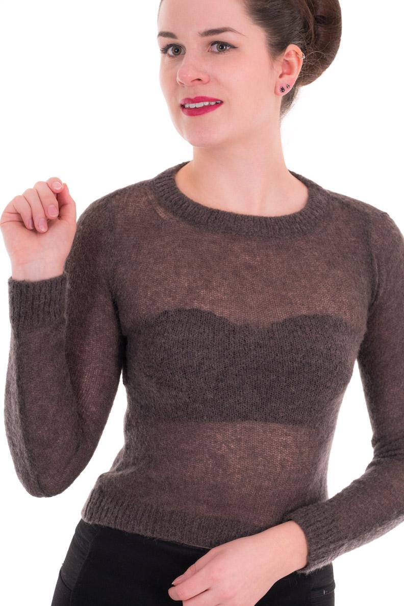 RetroCat mit einem schwarzen BH unter einem durchsichtigen Sweater