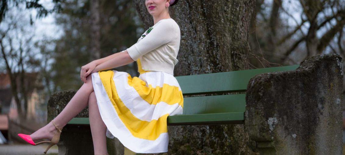 Sorgt für Frühlingsgefühle: Das gelb-weiße Anna Dress von Dolly and Dotty