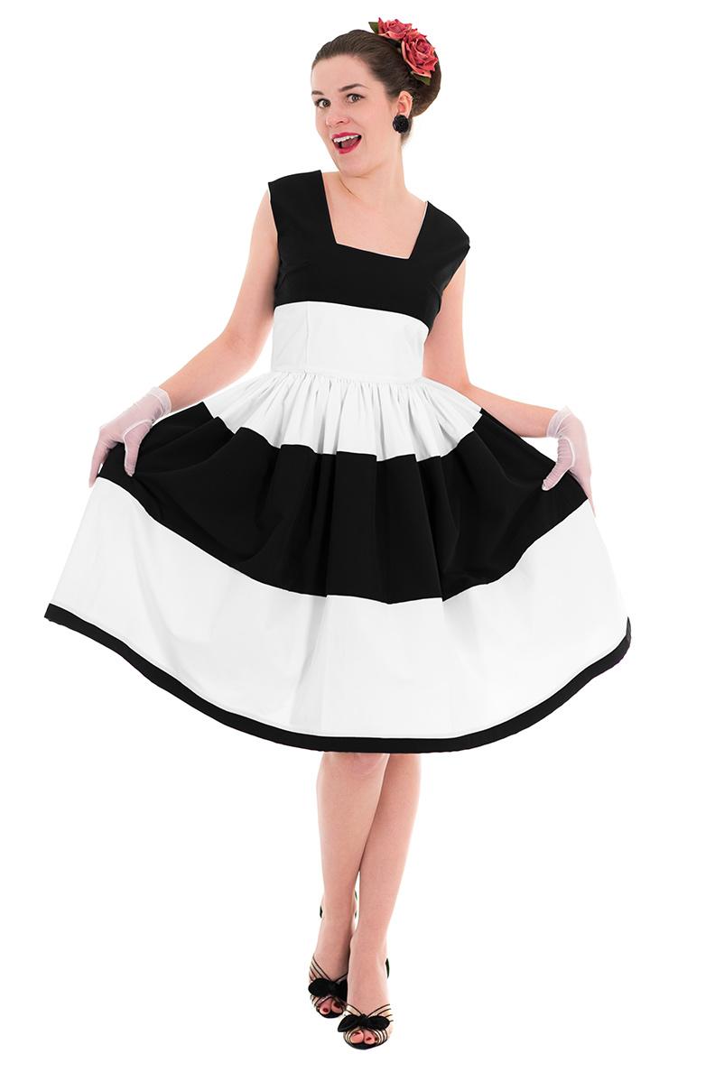 Vintage-Model RetroCat im Bardot Dress von Grünten Mode