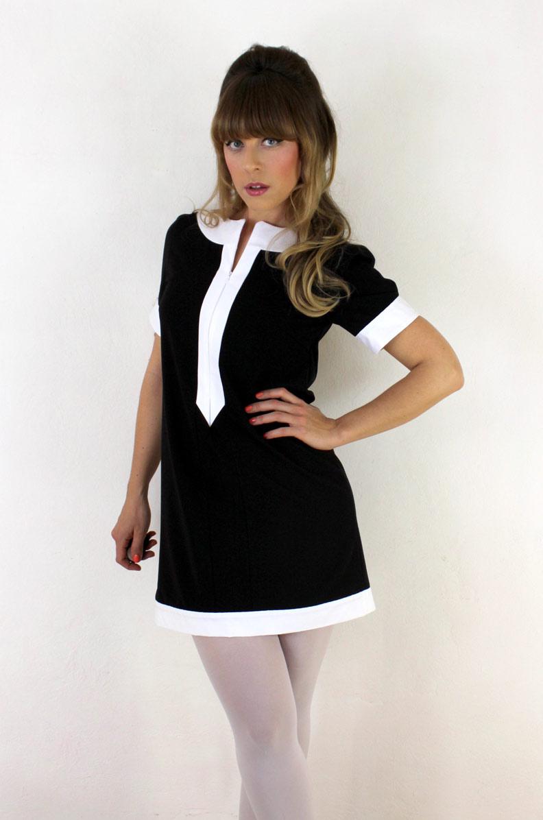 Designerin Sara im Catherine Dress von Grünten Mode