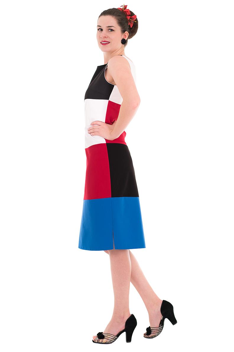 Vintage-Bloggerin RetroCat im Kelly Dress von Grünten Mode
