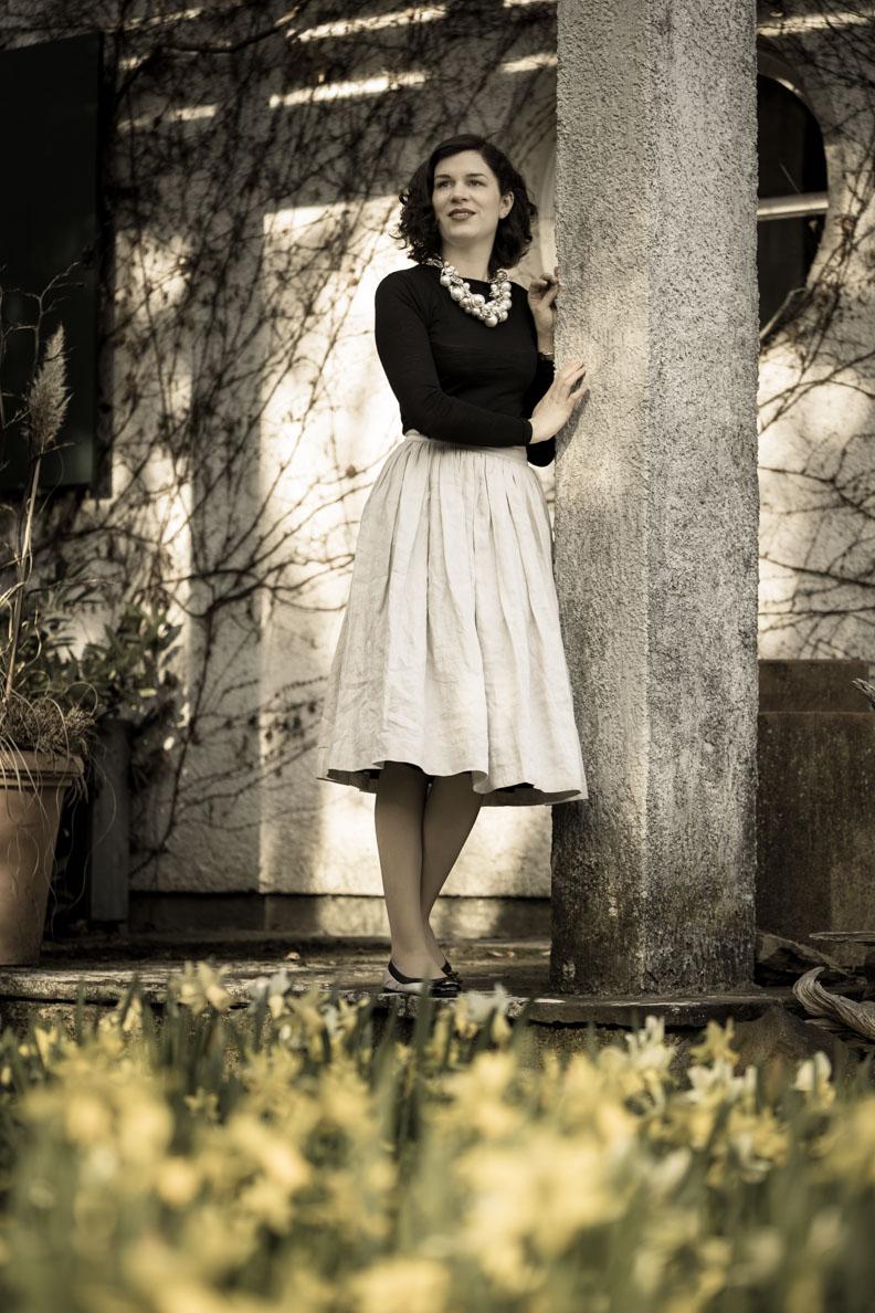 RetroCat in einem Vintage-Outfit inspiriert von Mademoiselle Chanel