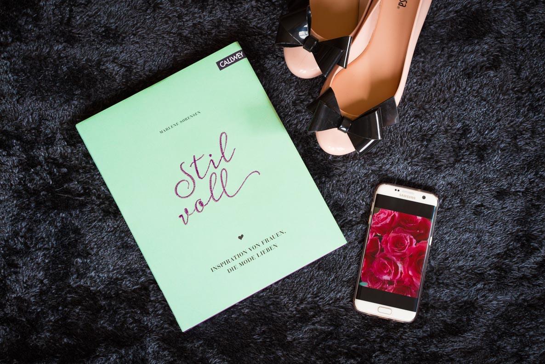 """Das Buch """"Stilvoll"""", Melissa-Schuhe sowie ein Samsung Galaxy S7 Edge"""