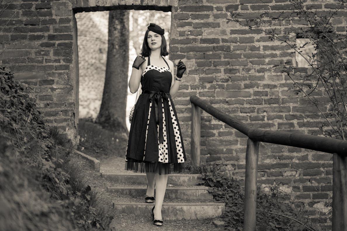 """RetroCat mit dem Retro-Kleid """"Ivy"""" und glamourösen Vintage-Accessoires"""