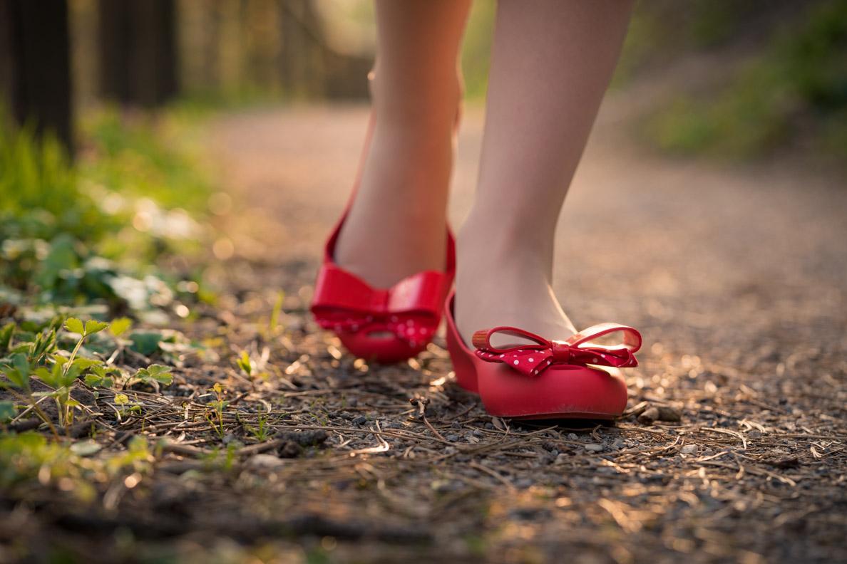 RetroCat mit den roten Minnie Maus Ballerinas von Melissa