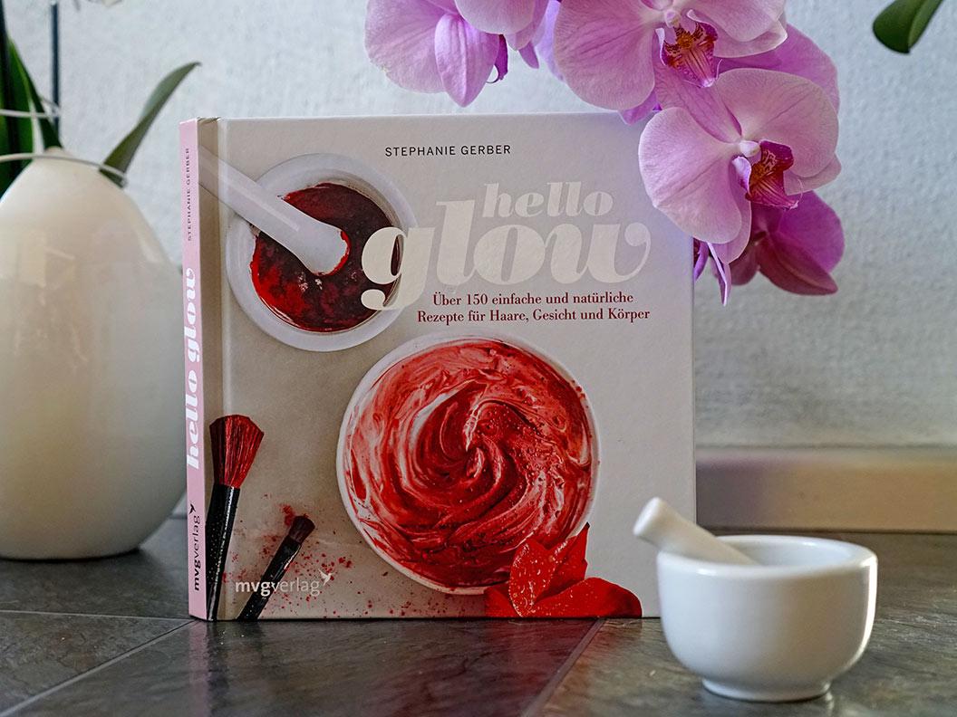 """Das Buch """"Hello Glow"""" von Stephanie Berger mit Rezepten zur Herstellung eigener Beauty-Produkte"""