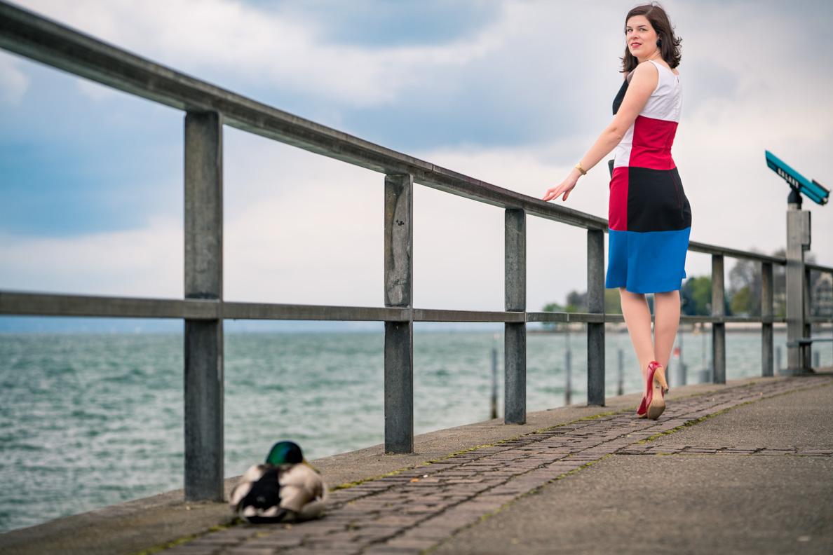 RetroCat im Kelly Dress an der Uferpromenade von Friedrichshafen