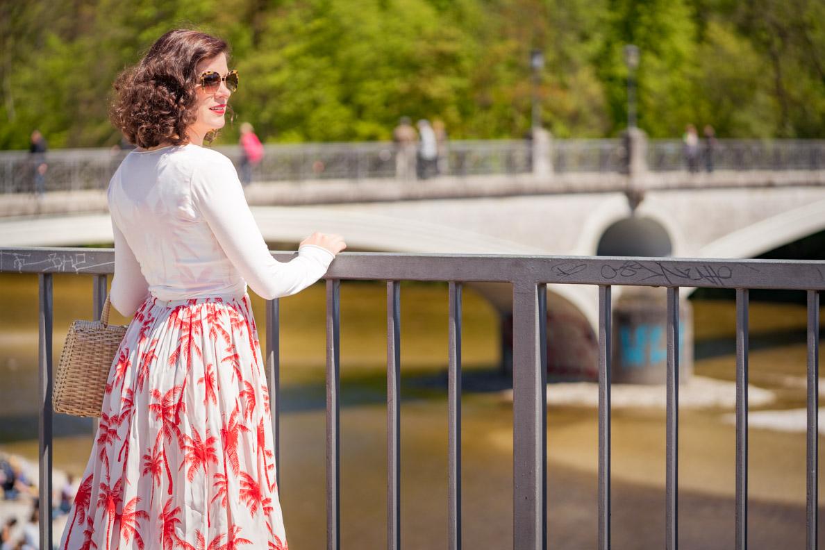 RetroCat mit dem Palm Dress von Grünten Mode in München an der Isar