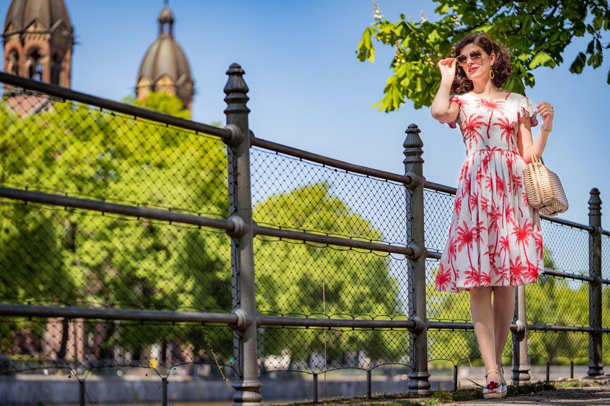 RetroCat im Palm Dress von Grünten Mode im Stil der 60er