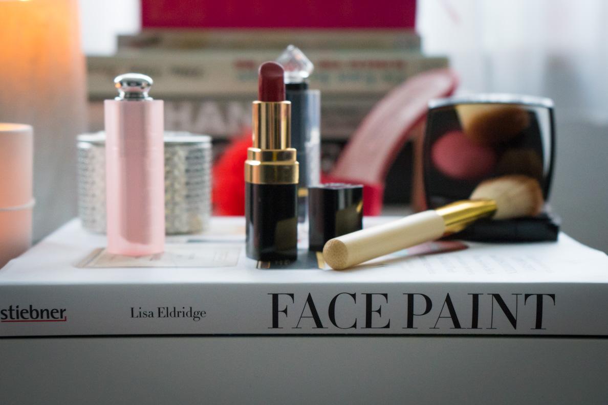 """Der Buchrücken von """"Face Paint"""" von Lisa Eldridge"""