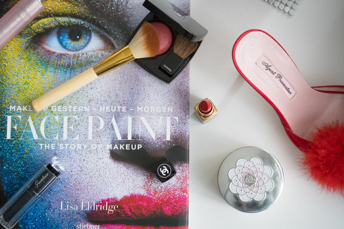 "Das Buch ""Face Paint: The Story Of Makeup"" von Lisa Eldridge (Stiebner Verlag)"