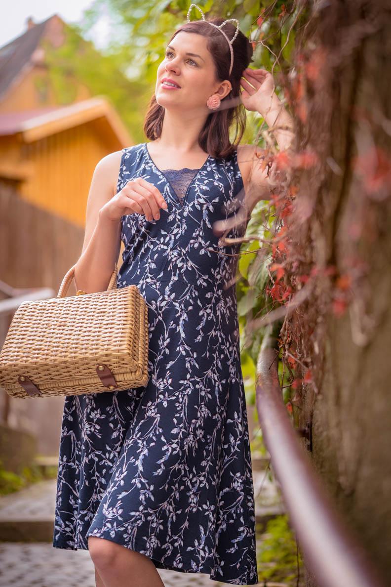 Mode-Bloggerin RetroCat im sommerlichen Broadway Dress von Vive Maria