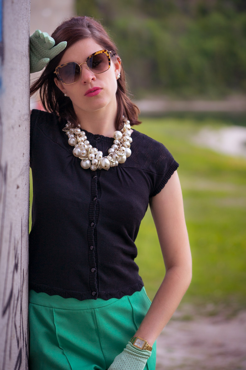 Fashion-Bloggerin RetroCat mit dem Cardi Front Ajour Franny von King Louie