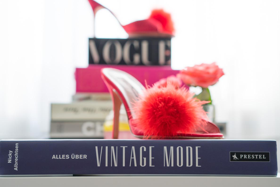 """Der Buchrücken von """"Alles über Vintage Mode"""""""