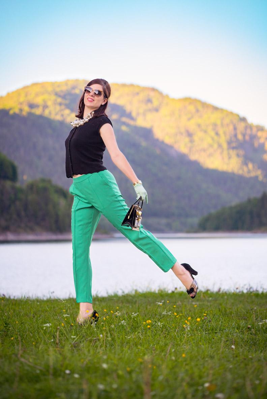Bloggerin RetroCat mit den grünen Lena Pants von King Louie