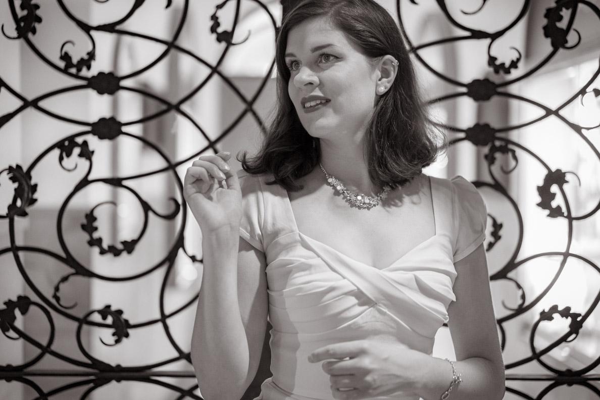 Bloggerin RetroCat mit dem Billion Dollar Dress von Stop Staring! und Vintage-Schmuck