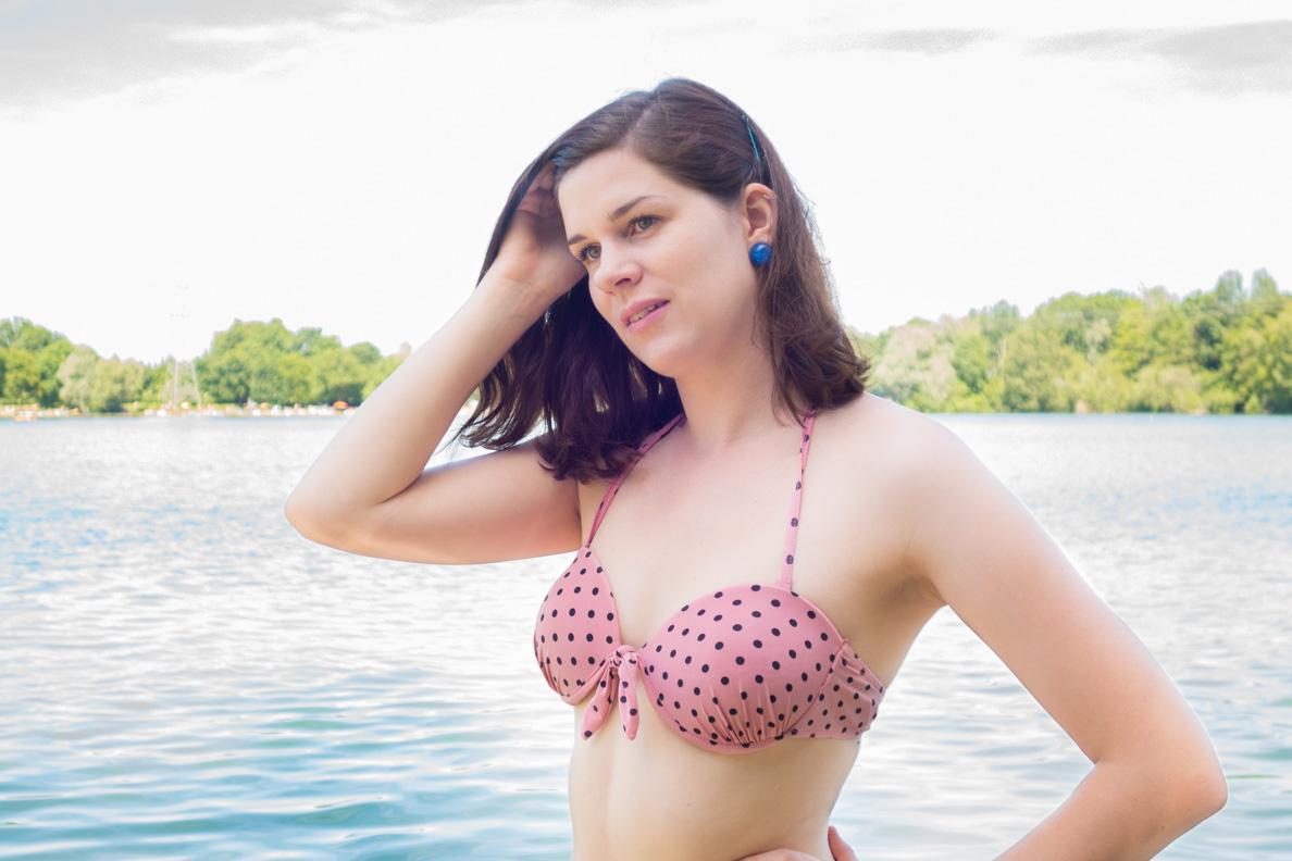 RetroCat mit einem Bikini von Banned Apparel