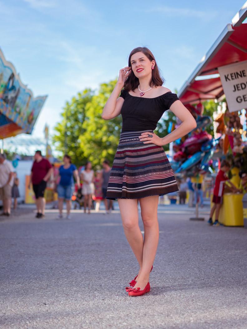 RetroCat mit dem Ribbon Skirt von Lena Hoschek auf dem Volksfest