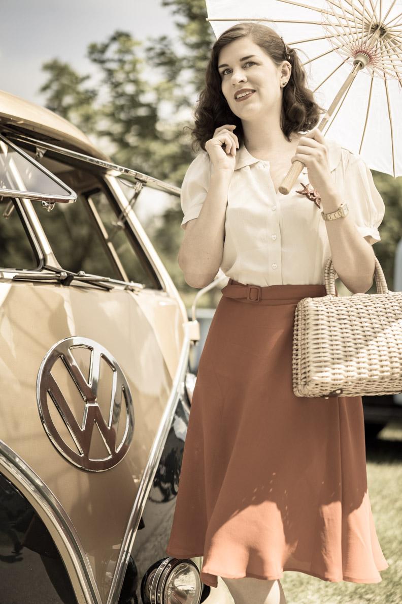 RetroCat vor einem VW-Bulli beim Oldtimertreff der Gasoline Gang in Peißenberg
