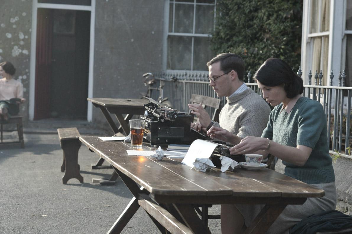 """Die Film-Outfits aus """"Ihre beste Stunde"""" von Catrin Cole und Tom Buckley"""