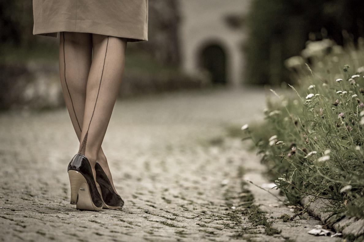 RetroCat mit den Elegance Frech Heel Nahtstrümpfen von Secrets in Lace Europe