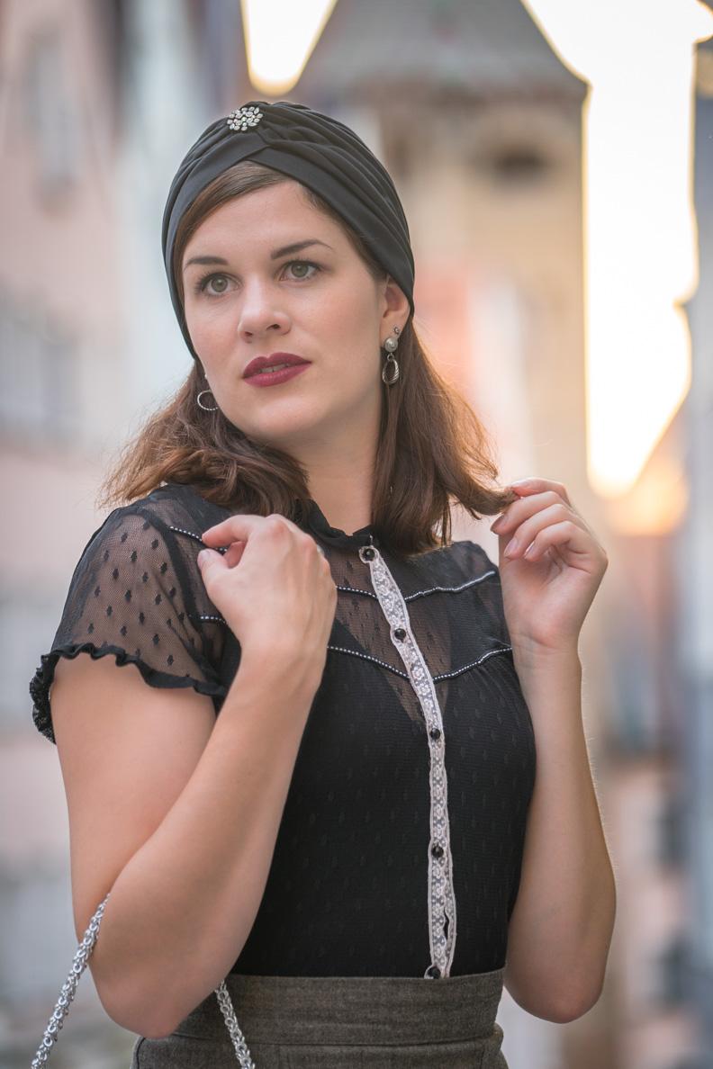 """RetroCat mit transparenter Bluse und dem """"Florence"""" Body von Vedette Shapewear"""