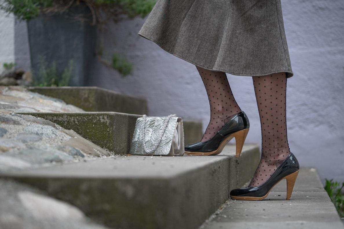 RetroCat mit den Vintage Dot Backseam Stockings von Secrets in Lace Europe
