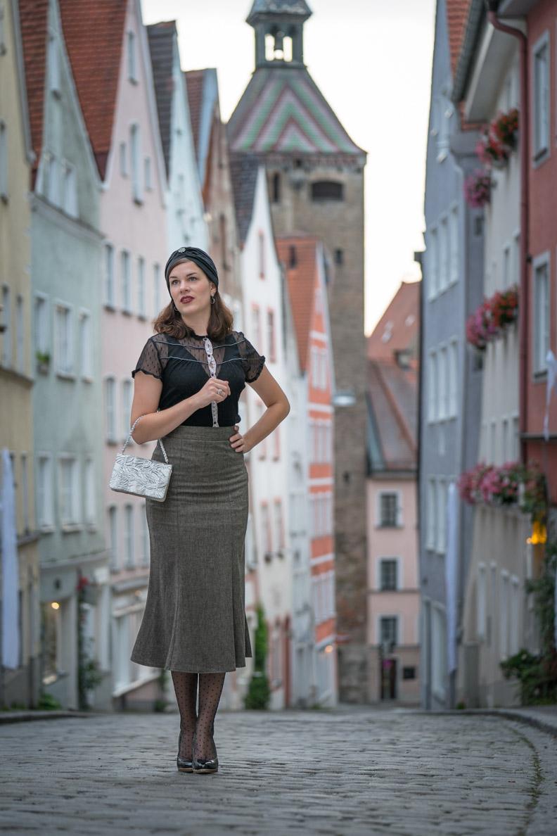 RetroCat in einem eleganten 30er-Jahre-Outfit in Landsberg
