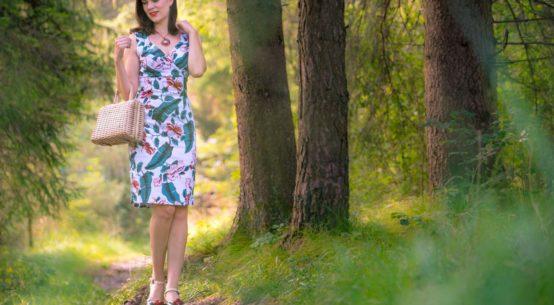 Ein Tag in der Natur mit dem Retro-Kleid