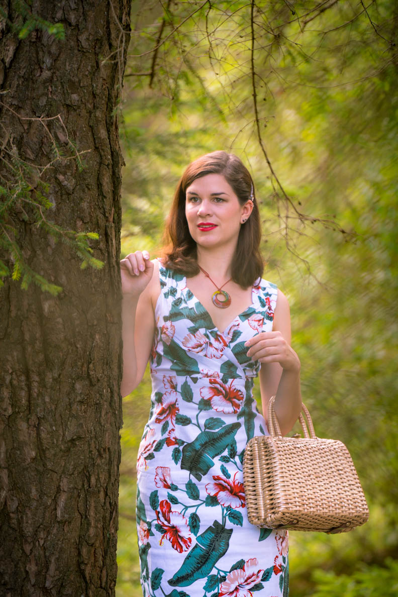 RetroCat mit Sommerkleid und dezentem Retro-Make-up im Stil der 50er