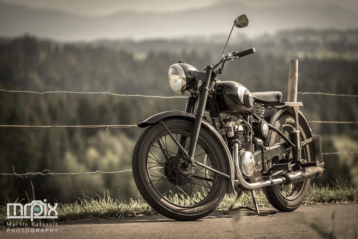 Ein Oldtimer-Motorrad von Zündapp aus den 50ern