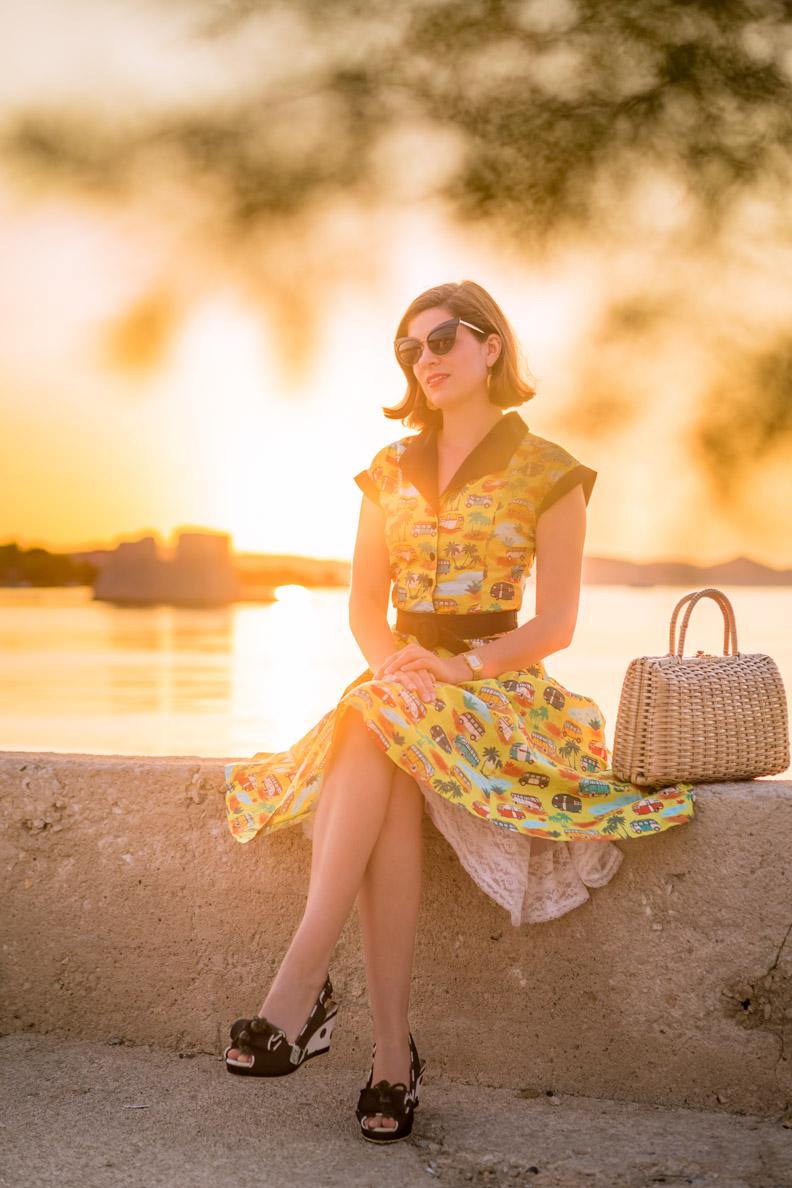 RetroCat in dem Starlight Swing Dress von Dancing Days by Banned in Kroatien