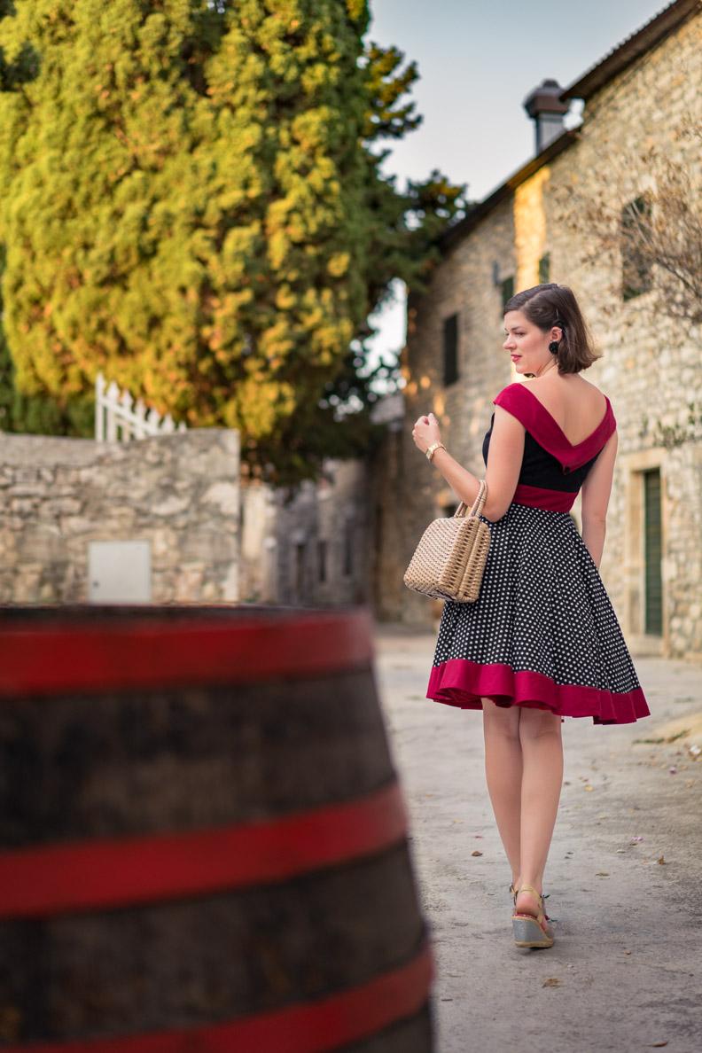 "RetroCat mit dem Retro-Kleid ""Sylvia"" von BlackButterfly in Kroatien"
