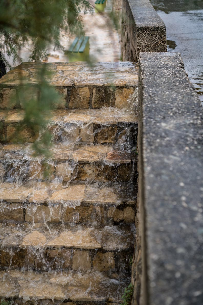 Eine überflutete Treppe in Kroatien