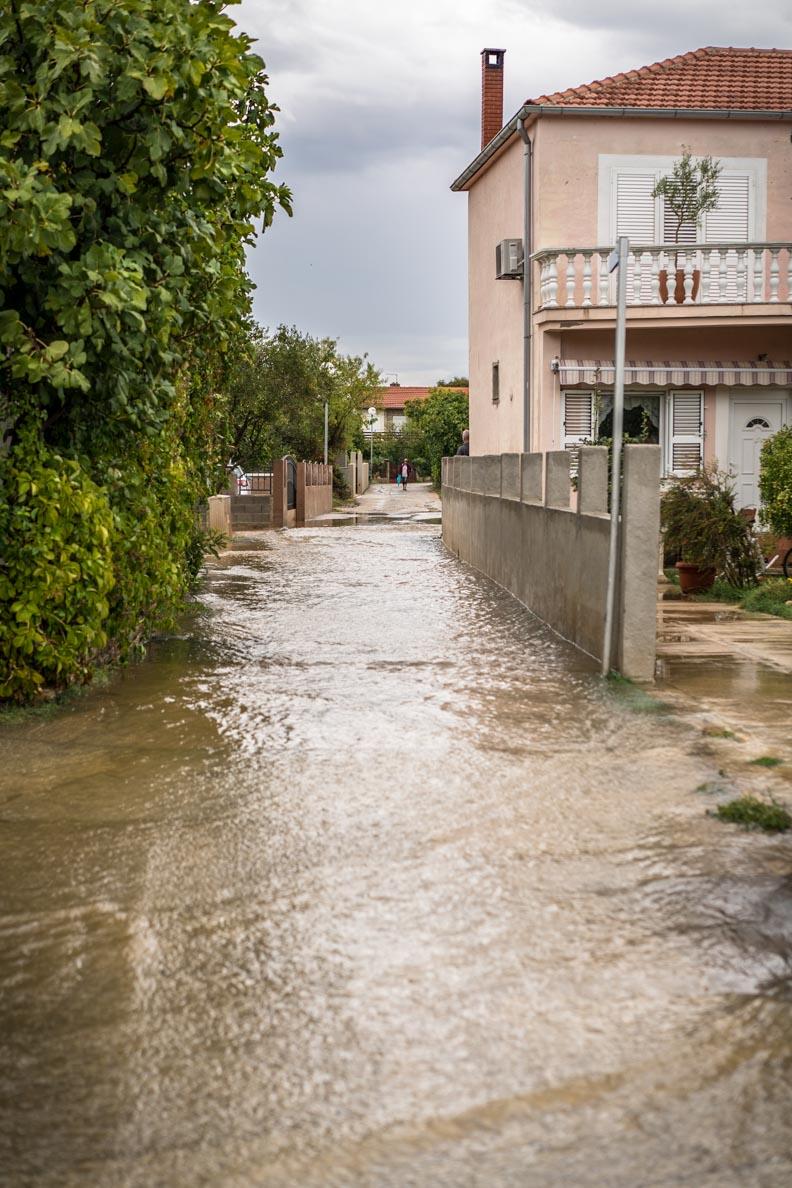 Überflutete Straßen in Sukosan nahe Zadar / Kroatien