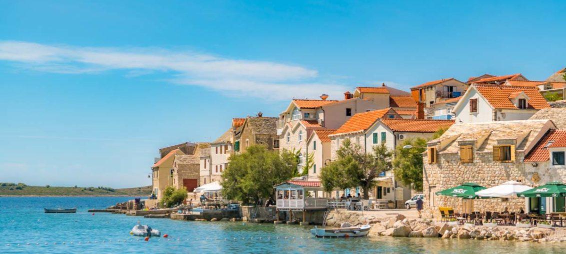 Reisetipp für den Kroatien-Urlaub: Die Inselstadt Primošten in Dalmatien