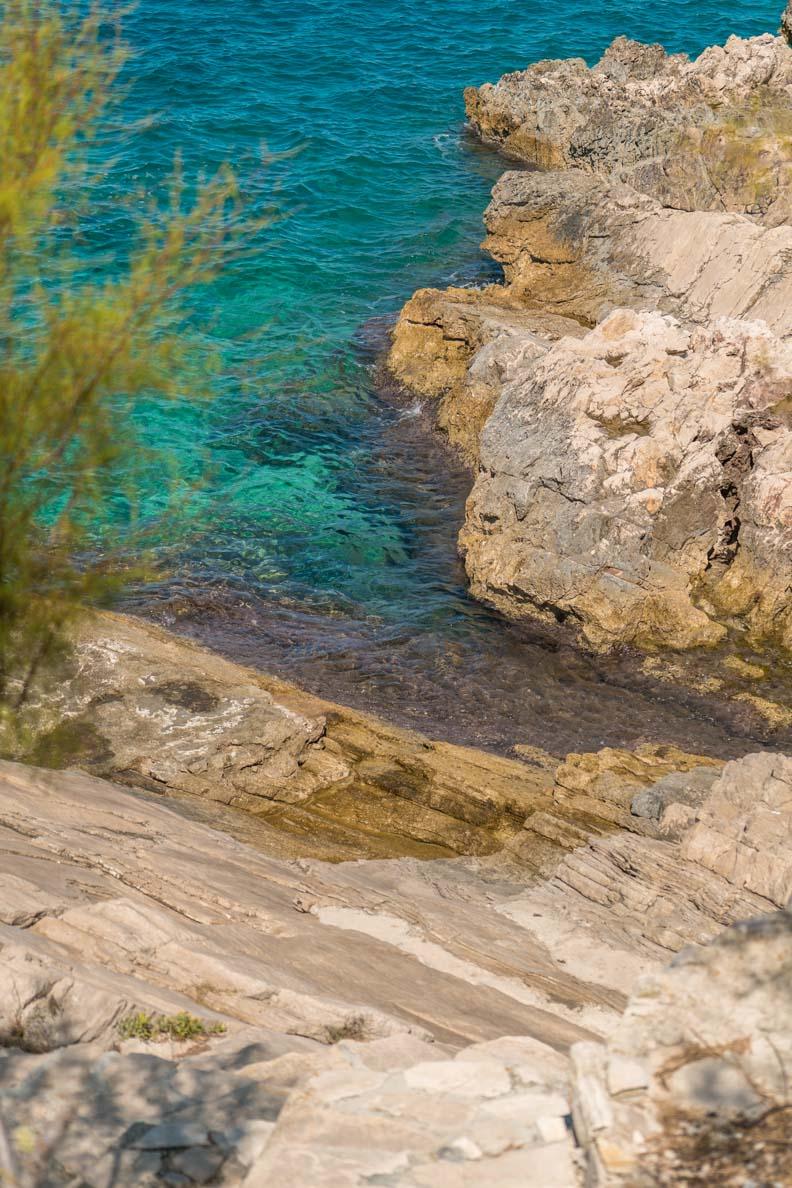 Das kristallklare, türkis-schimmernde Wasser in Primošten