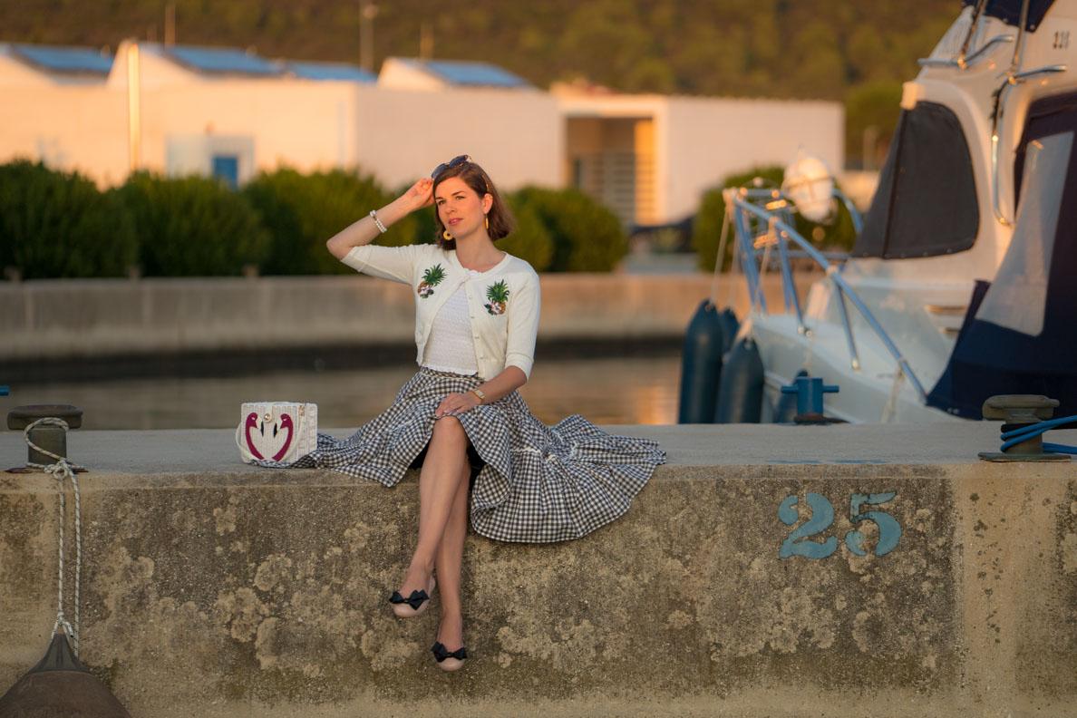 Mode-Bloggerin RetroCat mit Karo-Rock und Ballerinas von Melissa