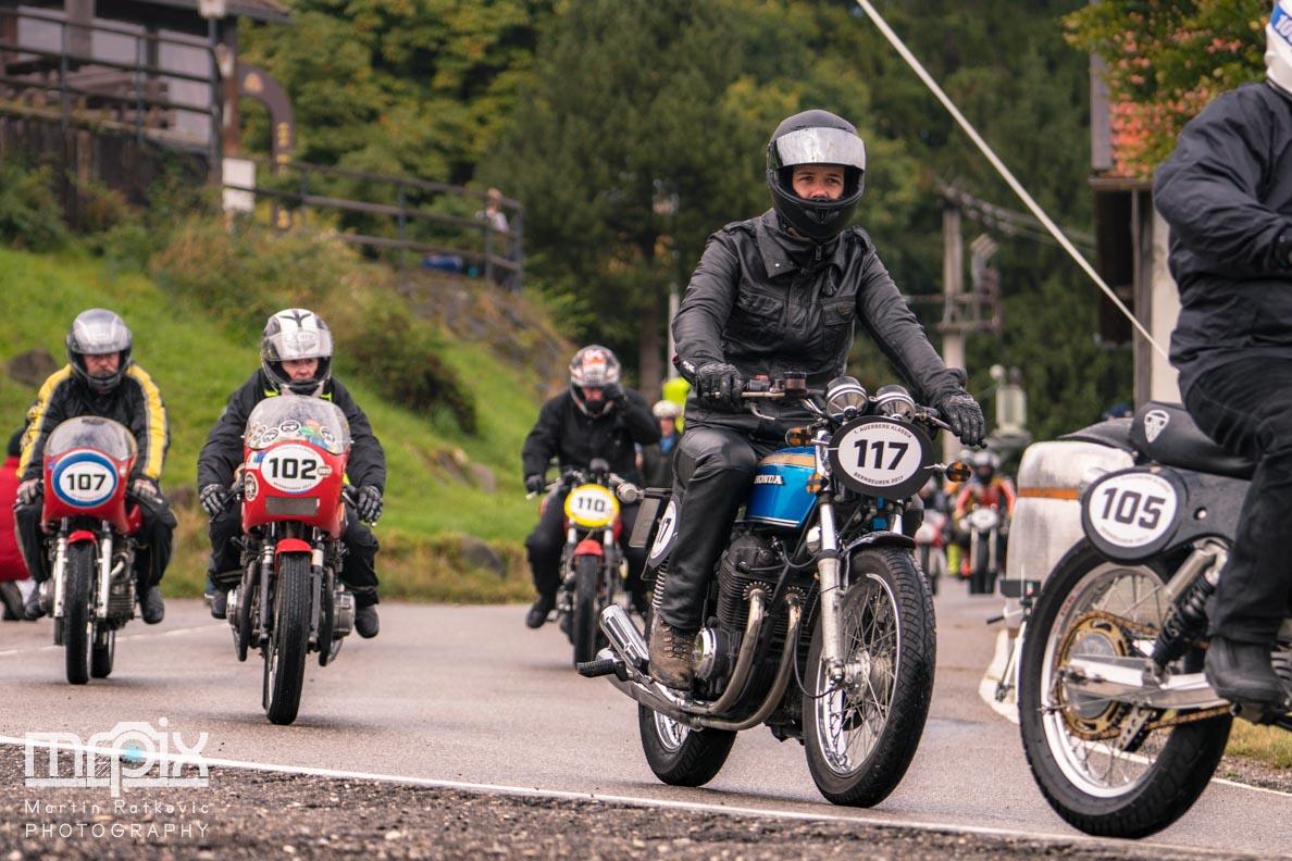 Die gemeinsame Abfahrt nach dem Auerberg-Rennen