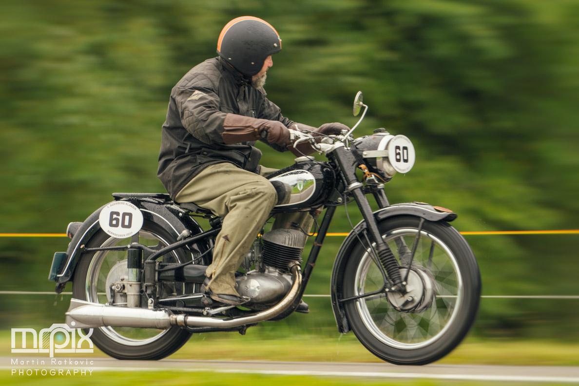 Ein Oldtimer-Motorrad bei den ersten Auerberg Klassik Tagen in Bernbeuren