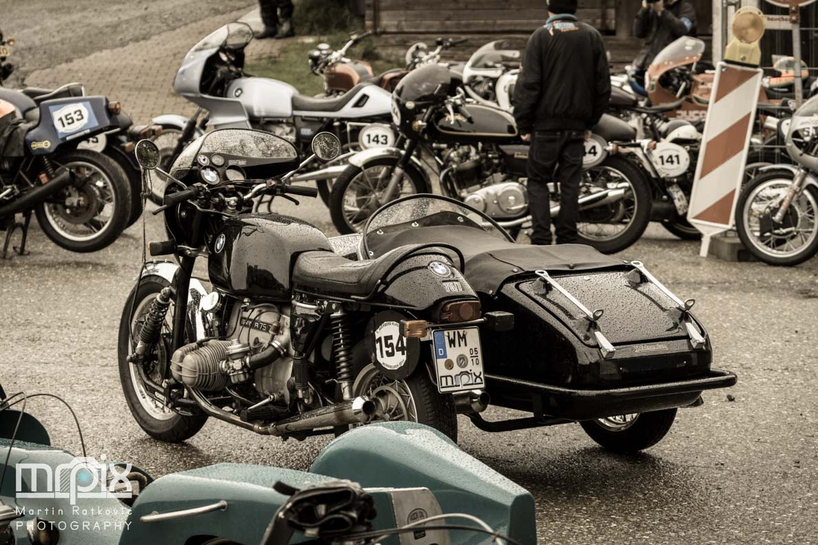 Der Motorradparkplatz beim Auerberg Klassik