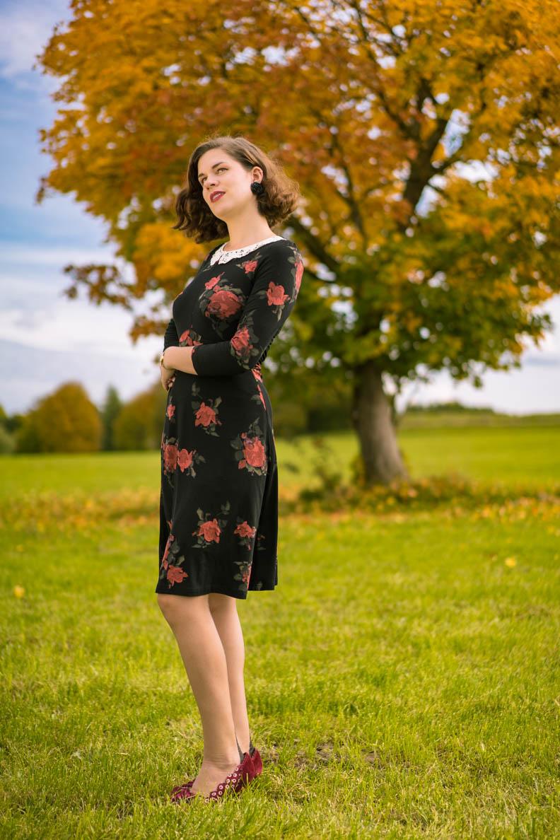 RetroCat mit dem My Sweet Rose Kleid von Vive Maria