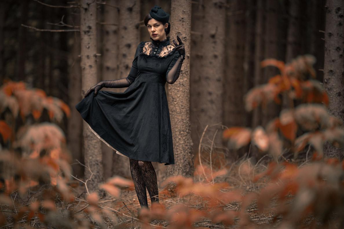 RetroCat in einem Halloween-Outfit im Vintage-Stil von BlackButterfly