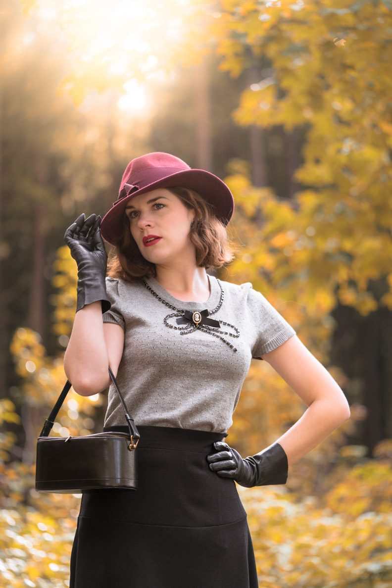 RetroCat mit Vintage-Hut und 40er-Jahre-Make-up