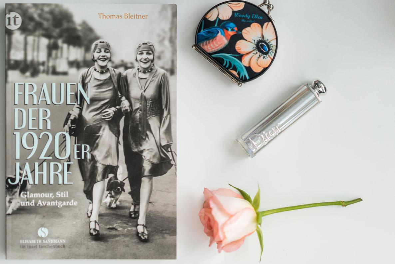 """Das Taschenbuch """"Frauen der 1920er Jahre"""" vom Suhrkamp Insel Verlag"""