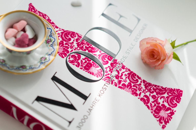 """Eine Rezension zum Coffee-Table-Book """"Mode - 3000 Jahre Kostüme, Trends, Stile, Designer"""""""